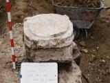 Basa de columna. Arqueología urbana. Excavación arqueológica en Huesca.Antonio Alagón. ARQUEOPLUS ©
