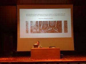 Antonio Alagón Castán ofreciendo conferencia en Huesca, DPH/ACIAM. Primeros proyectos arqueológicos de exhumación -Memoria Histórica- en la ciudad de Huesca. ARQVEOPLVS©